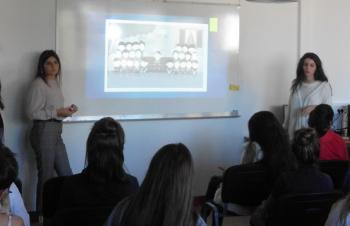 Des élèves de TSPVL présentant les types de discrimination